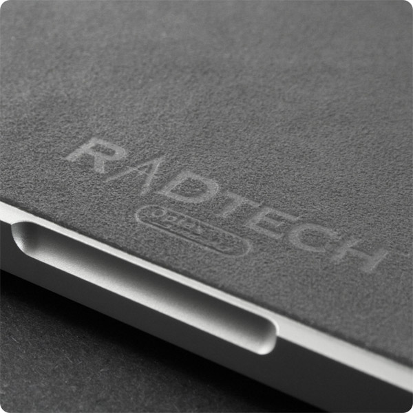 MacBook/MB Pro 13-17in: Elegant emblazoned logo (Gray)